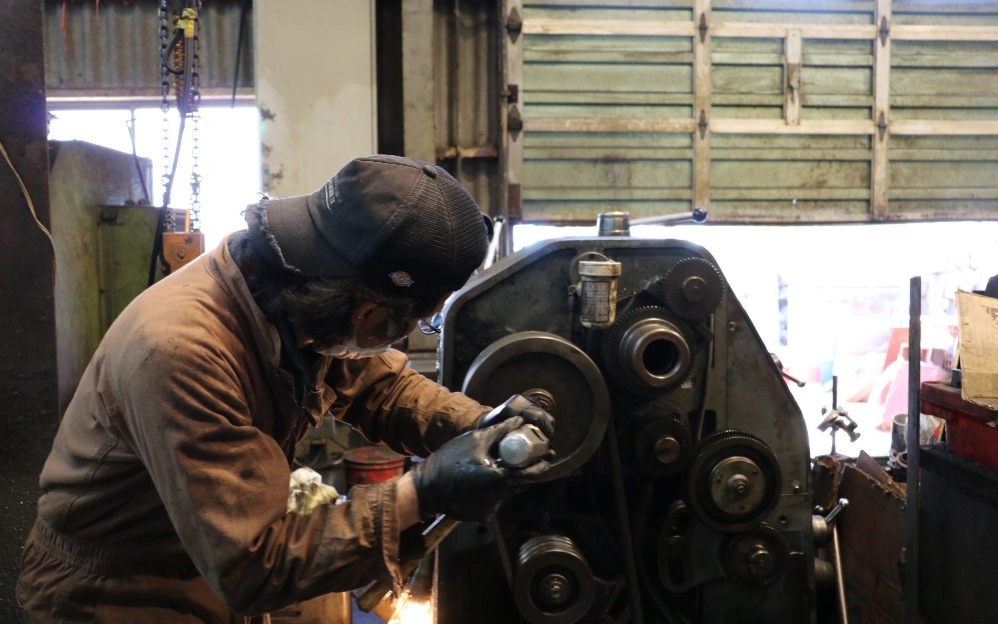 働き者の汎用旋盤。お客様との共同作業で修理が完了!